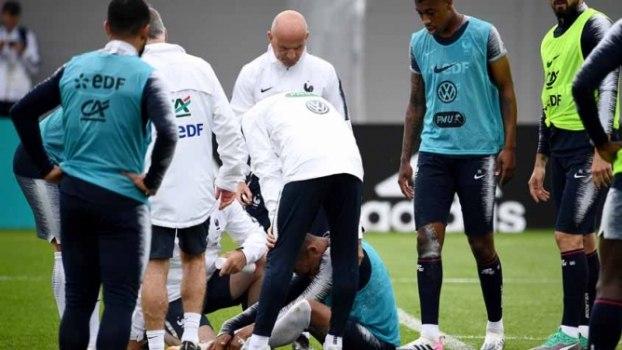 Mbappé deixa treino com dores no tornozelo - Copa 2018 - R7 Lance a84c370f3ea6a