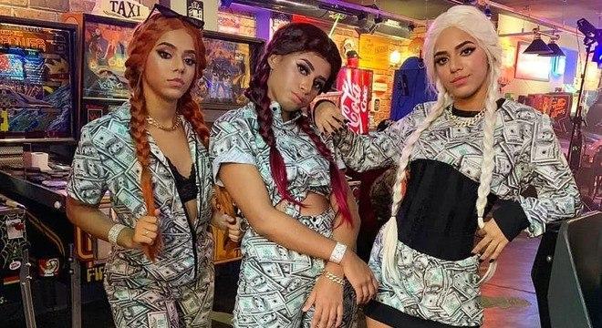 Mc Loma e As Gêmeas Lacração donas do hit 'Envolvimento'