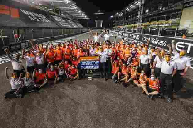 McLaren comemora terceiro lugar entre os Construtores.