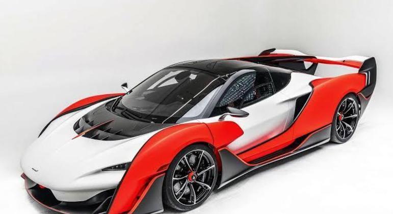 Superesportivo revelado nos EUA tem motor V8 central traseiro de 835cv
