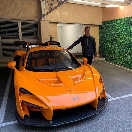 Há pouco mais de dois meses apareceram nas redes sociais fotos de Adrian Sutil posando todo feliz ao lado de seu novo carro