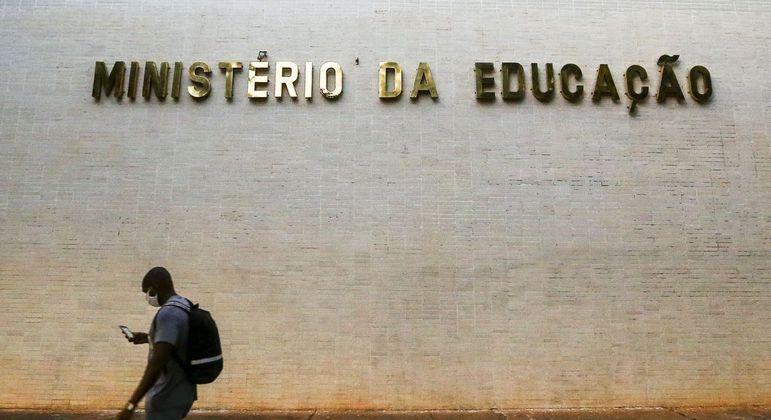 MEC lança plataforma para escolas avaliarem conhecimento em português e matemática