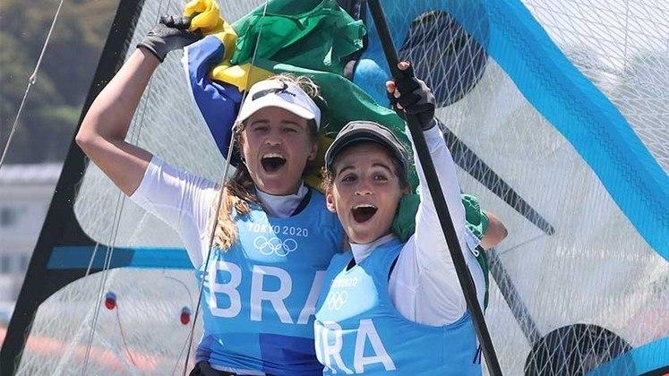 Medal Race 49erFX - As brasileiras Martine Grael e Kahena Kunze conquistaram nesta terça-feira o bicampeonato olímpico na classe 49erFX. As velejadoras terminaram a regata da medalha em Tóquio na terceira colocação, o que foi suficiente para decretarem a primeira posição geral, com 76 pontos perdidos, e o 12º pódio da delegação verde e amarela no Japão