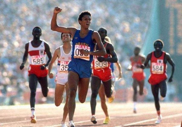 Medalhista de ouro em 1988 e prata em 1992 nos 800 metros rasos, Joaquim Cruz foi o porta-bandeira do Brasil nos Jogos Olímpicos de Atlanta, nos Estados Unidos, em 1996.