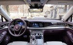 O interior do veículo conta com design super luxuoso, com diversas telas e dispositivos de interação