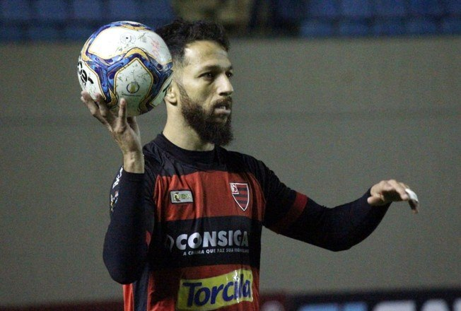 O lateral Cicinho, de 33 anos, teve seu auge entre 2011 e 2014, quando defendeu Palmeiras e Sevilla, da Espanha. O atleta será uma das atrações do Oeste, que disputará o Paulistão