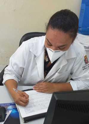 """""""Alguns já conhecem a minha voz"""", diz Fernanda, enfermeira"""