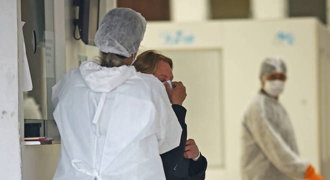 Faltam máscaras, aventais e outros equipamentos de proteção contra coronavírus