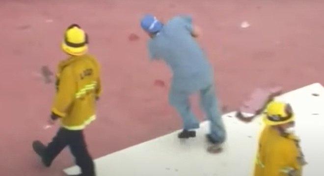 Médico deixa o coração cair após tropeçar