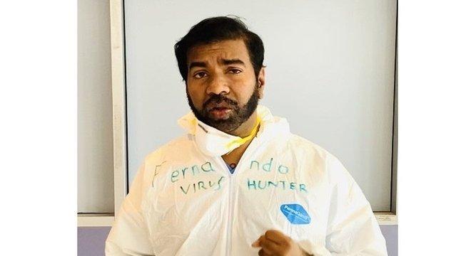 Médico Rajeev Fernando trabalha em uma emergência hospitalar em Nova York