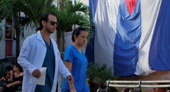 Hoje, das 18.240 vagas do Mais Médicos, 8.332 são ocupadas por cubanos
