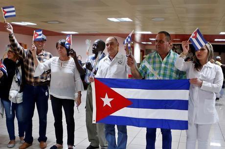 Médicos expulsos da Bolívia chegaram a Cuba nesta 2ª
