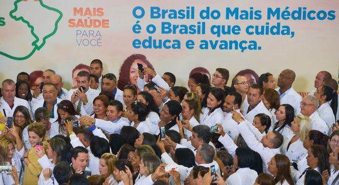 Cerca de 500 profissionais cubanos não entraram no Médicos pelo Brasil