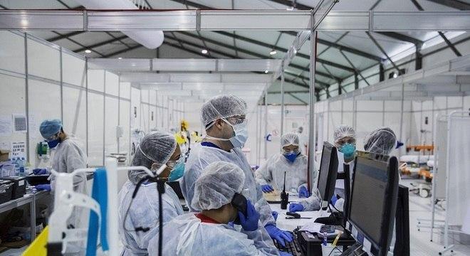 Taxa de letalidade da covid-19 no Brasil atualmente está em 2,8%