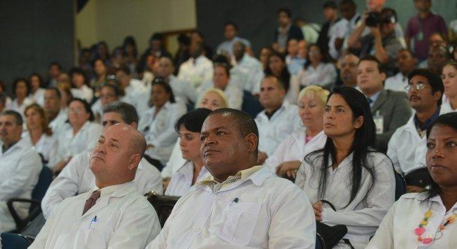 édicos estrangeiros passaram por cursos de preparação sobre realidade brasileira e língua portuguesa