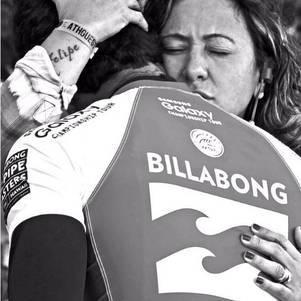 Nas redes sociais, Simone sempre postava fotos de apoio ao filho e se mostrava uma mãe presente na carreira do surfista