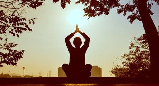 A meditação auxilia na diminuição do estresse e relaxamento físico e mental