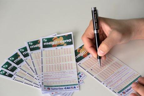 Loteria premiou 63 com a quina e 4.017 com a quadra