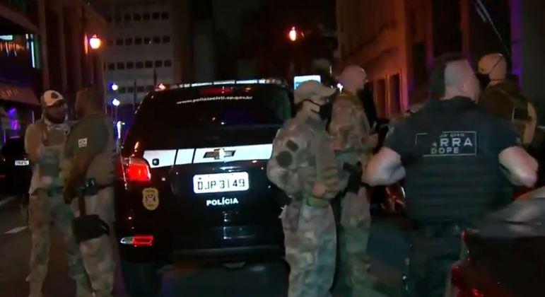 Polícia faz operação para desarticular grupo que aplicava 'golpe do motoboy'