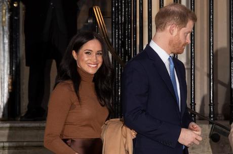 Rainha dá 'apoio incondicional' a Harry e Meghan