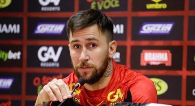 Meia argentino chegou ao Sport há pouco mais de 20 dias, e deve ser opção para Daniel Paulista no clássico