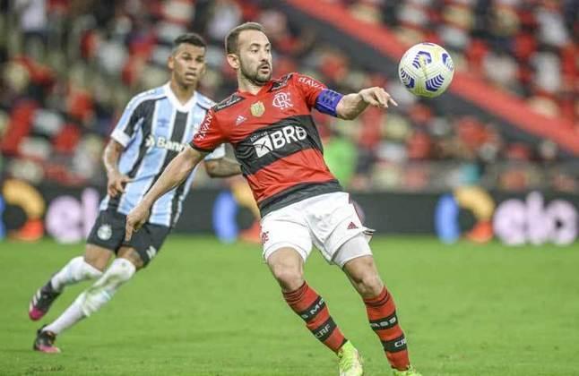 Meia-atacante pela direita: Everton Ribeiro (Flamengo) - 8 milhões de euros (R$ 50,4 milhões) / Wesley (Palmeiras) - 5,5 milhões de euros (R$ 34,6 milhões).