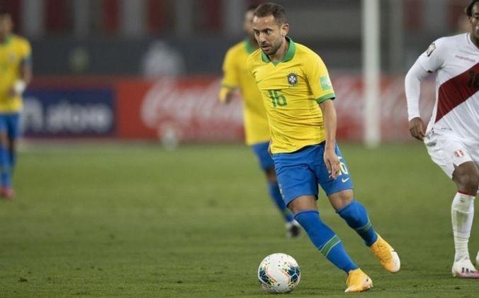 Meia: Éverton Ribeiro, 32 anos - Flamengo (BRA).