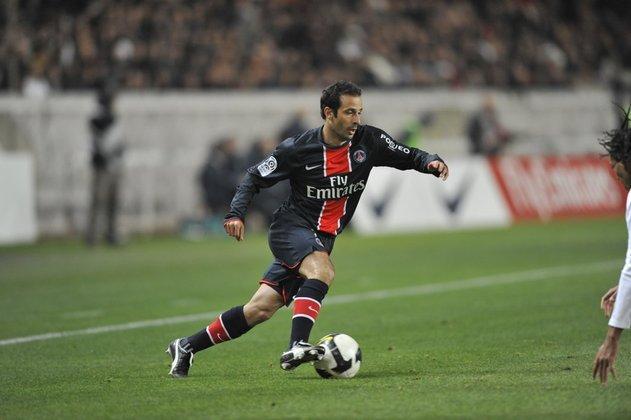 Meia: Ludovic Giuly (francês) - 35 anos na época - camisa 7 - atualmente aposentado como jogador