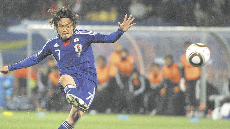 Meia: Yasuhito Endo - Idade: 41 anos - Clube: Júbilo Iwata (Japão)