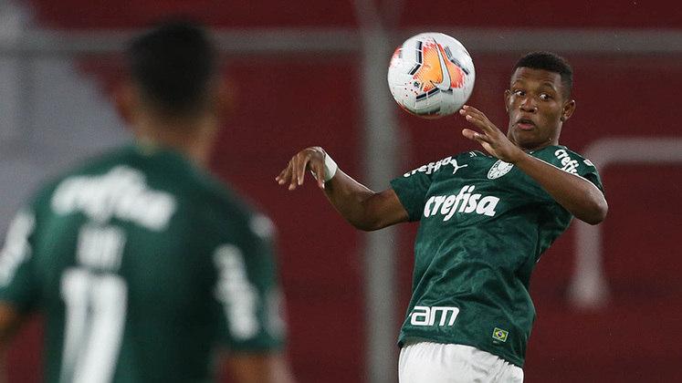 MEIO-CAMPISTA: Danilo (Palmeiras) – Outra revelação do futebol brasileiro em 2020, o volante foi uma das surpresas do Alviverde na temporada. Titular na Libertadores conquistada pelo time, vive grande fase aos 19 anos de idade