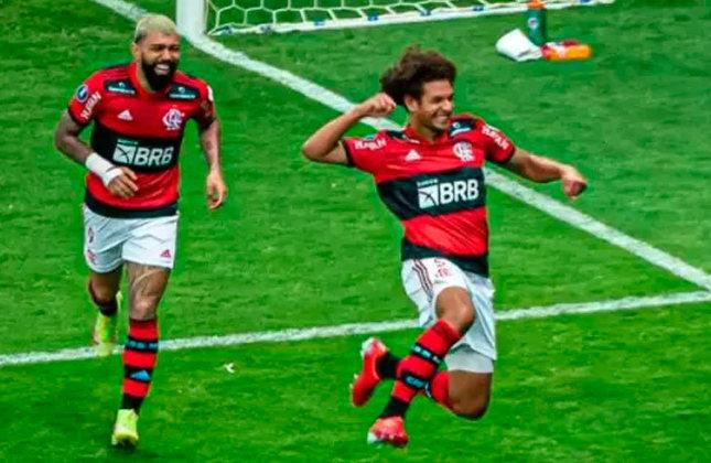 Meio-campista: Willian Arão (Flamengo).