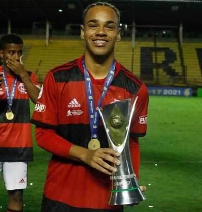 Meio-campo: Dudu nasceu em 2004. O jogador tem vínculo com o Flamengo até maio de 2023.