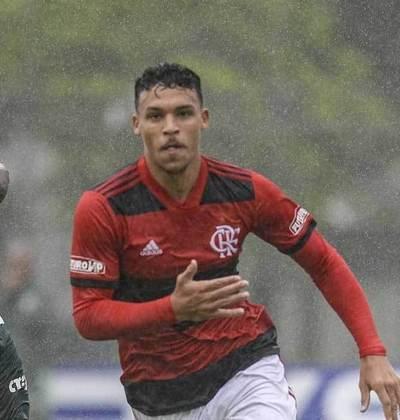 Meio-campo: Victor Hugo nasceu em 2004 e tem contrato válido até junho de 2025 com o clube da Gávea. Meia de boa condução e finalização, ele foi o herói do titulo do brasileiro sub-17 com gol na final contra o Vasco.