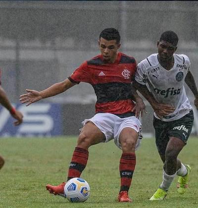 Meio-campo: Vitor Muller nasceu em 2004. O jogador tem contrato com o Flamengo até janeiro de 2023.