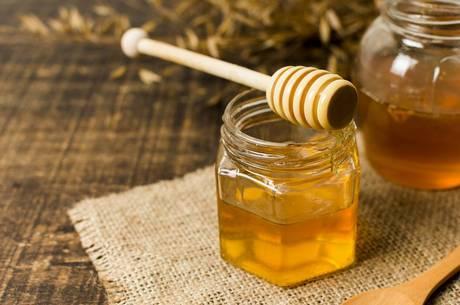 Mel pode ser usado como alternativa ao açúcar