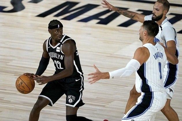 Melhor jogador do Brooklyn Nets que está na Flórida, o ala Caris LeVert anotou 17 pontos e distribuiu sete assistências na derrota de seu time para o Orlando Magic. Com o resultado, o Orlando Magic ultrapassou o Nets e agora é o sétimo colocado na conferência Leste