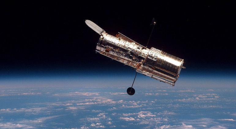 Telescópio Hubble faz registros do espaço há mais de 30 anos e parou de funcionar