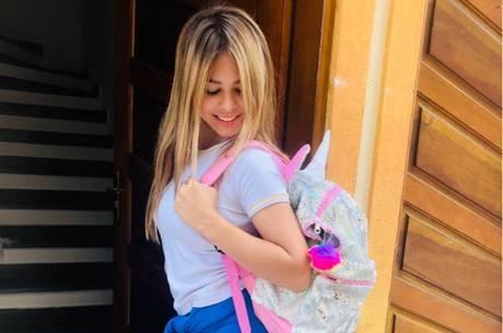 Ela compartilhou foto ao chegar em casa da escola