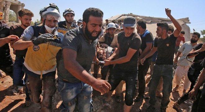 Hospitais e escolas estão entre os locais onde civis foram mortos na guerra síria