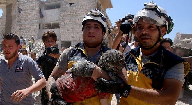 A Síria e a Russia miraram em áreas civis na região de Idlib, deixando mais de cem mortos