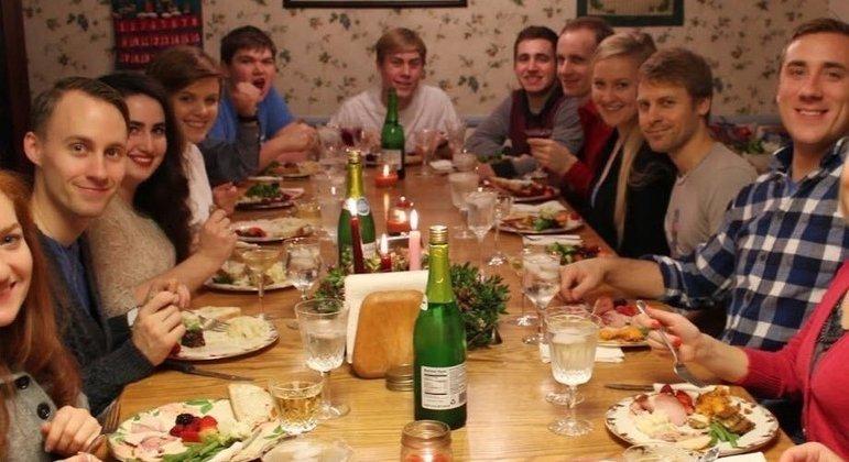 Você já foi olhado dessa maneira quando chegou para comer com os familiares?