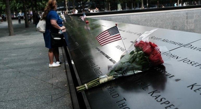 Memorial que leva o nome das vítimas foi construído no local onde ficavam as Torres Gêmeas