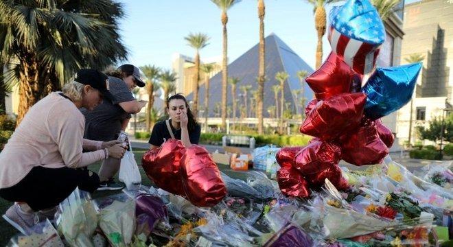 Memorial em homenagem às vítimas do massacre no festival de música Route 91, em Las Vegas (EUA), em 2017