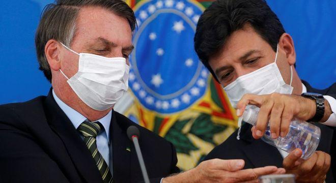 O retorno mais rápido do futebol no Brasil passaria por troca do ministro da Saúde