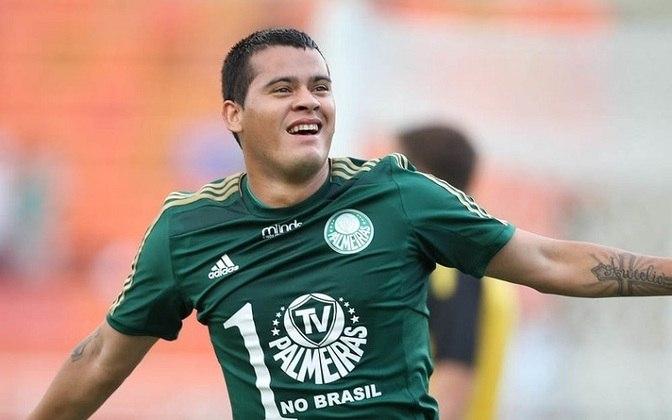 Mendieta - O paraguaio Mendieta chegou com altas expectativas no Palmeiras, mas não se encontrou no time, perdeu espaço e foi negociado para o Olimpia.