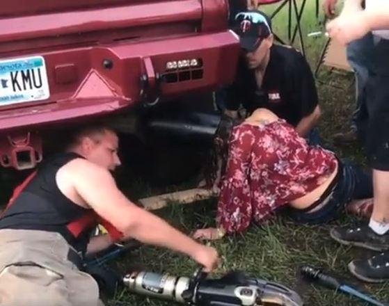 Ao todo, ela ficou 45 minutos com a cuca presa ali e os bombeiros cuidaram de fazer a retirada