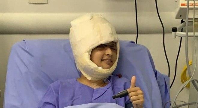 Hospital divulgou imagem de Débora com os curativos