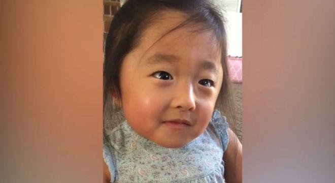 Menina falou sobre os pais adotivos e emocionou