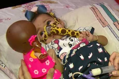 Giovana precisa de medicamento de R$ 12 milhões