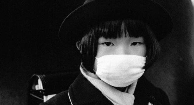 Para sociólogo, há um momento claro na história em que as máscaras são incorporadas aos hábitos dos japoneses, e esse momento é a pandemia da chamada gripe espanhola do início do século 20